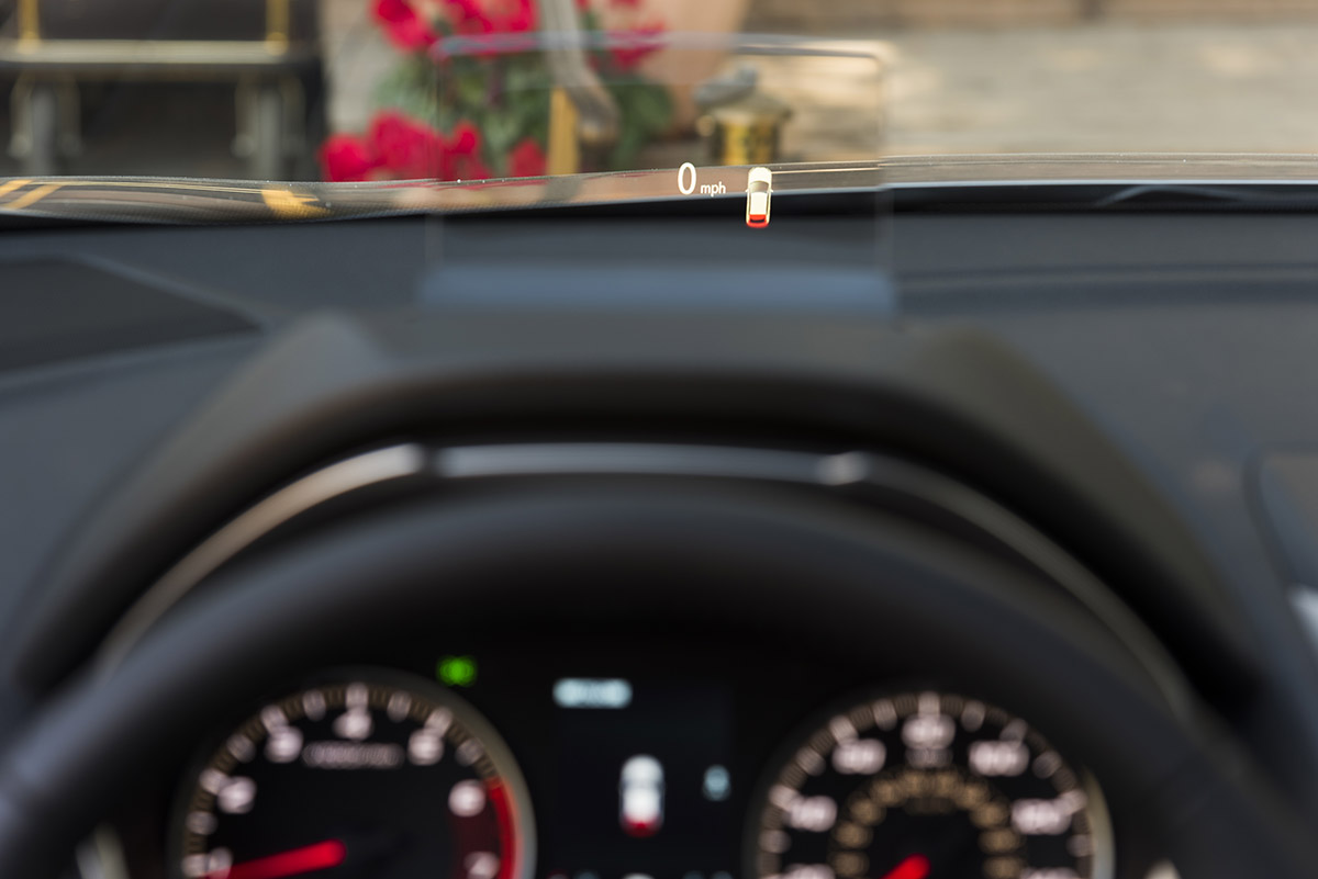 mitsubishi_eclipse_cross_head_up_display