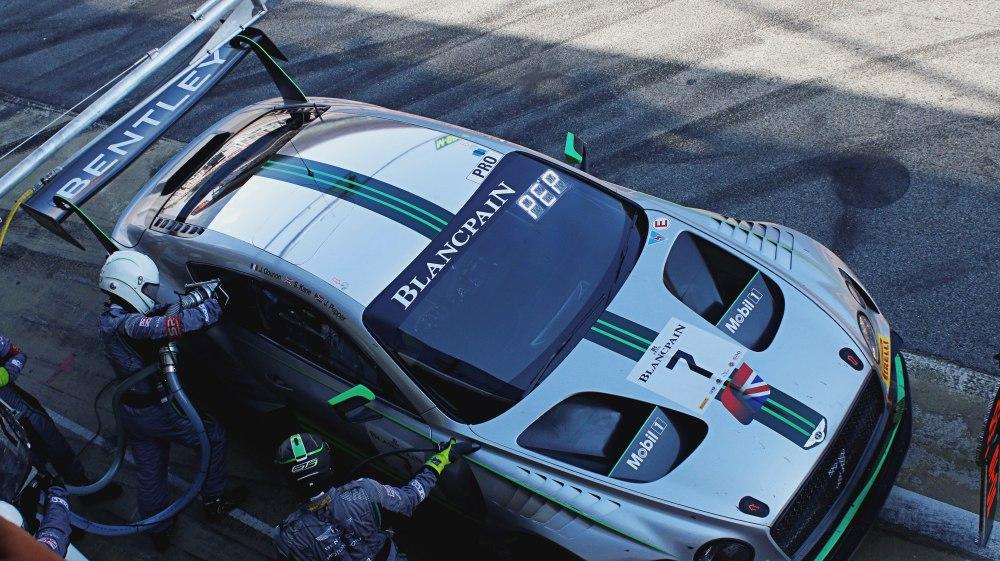 Los clientes de Bentley Barcelona descubren el equipo oficial Bentley en el Circuit de Catalunya